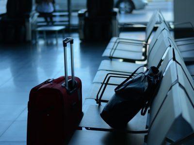 Resväska i flygplats